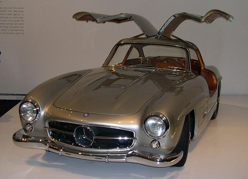 800px-1955_Mercedes-Benz_300SL_Gullwing_Coupe_34.jpg
